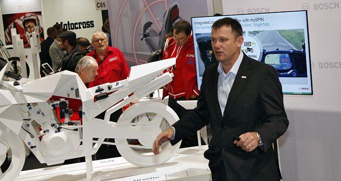 Geoff Liersch, Leiter des Bosch-Produktbereichs Two-Wheeler and Powersports stellt die Bosch-Produkte und Ziele vor