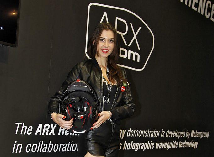 Nolan HeadUp-Display N-Com ARX System in Zusammenarbeit mit Sony